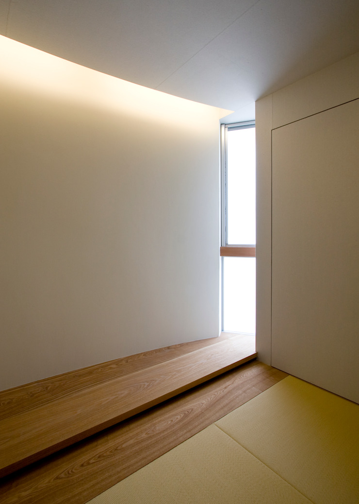 UG-act モダンな 壁&床 の Y.Architectural Design モダン