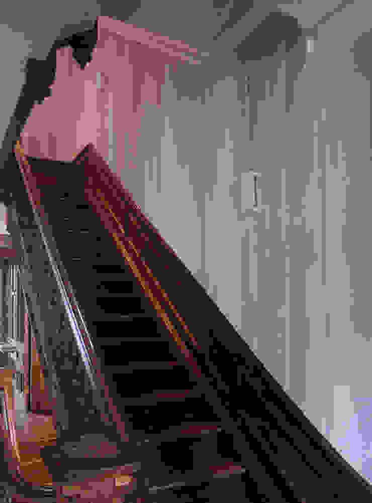 staircase, pointed curtains, Boston MA Klassieke gangen, hallen & trappenhuizen van Workingbert Klassiek