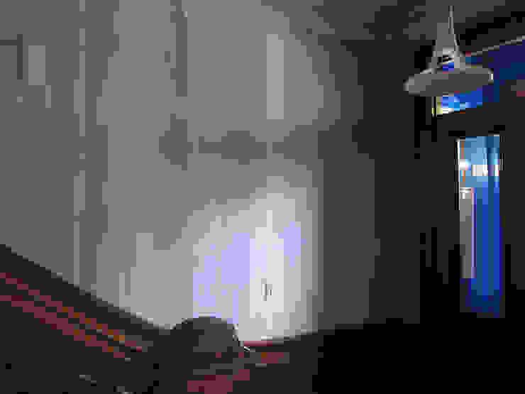 staircase, pointed curtains, Boston MA Minimalistische balkons, veranda's en terrassen van Workingbert Minimalistisch