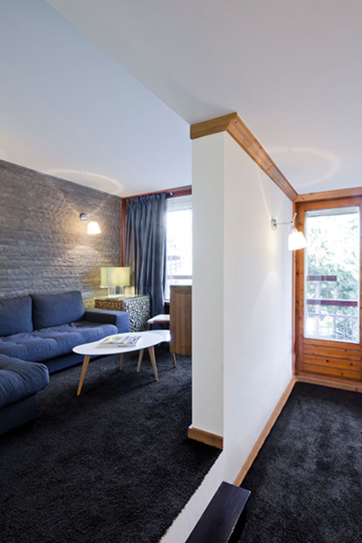 Appartement Les Arcs Salon rustique par Tymeno Rustique