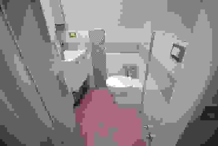 2 Bagni – Rimini Bagno moderno di Fersini Marco - Pavimenti e Rivestimenti interni ed esterni Moderno