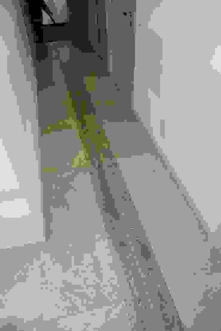 Appartamento – RSM Ingresso, Corridoio & Scale in stile moderno di Fersini Marco - Pavimenti e Rivestimenti interni ed esterni Moderno