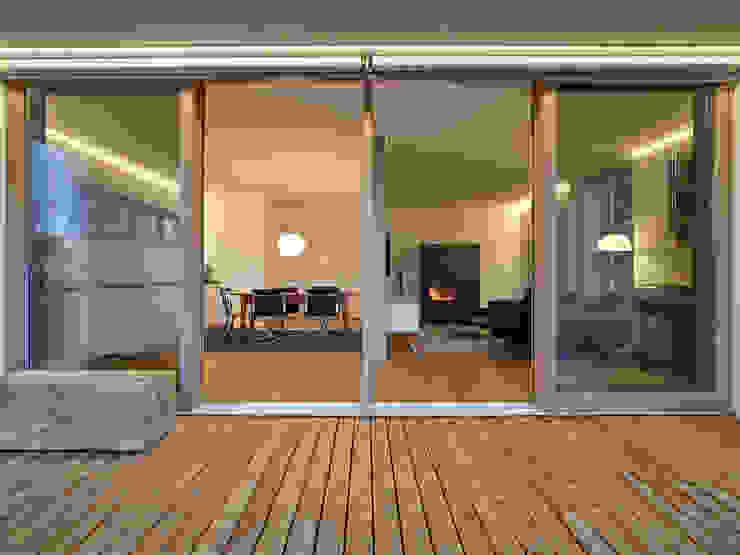 Haus R Moderner Balkon, Veranda & Terrasse von raupach architekten Modern