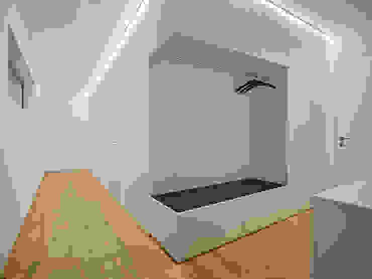 Haus R Moderner Flur, Diele & Treppenhaus von raupach architekten Modern