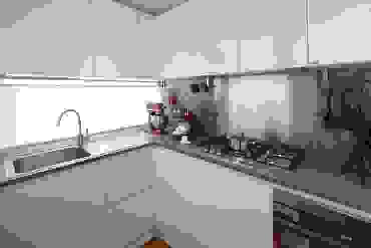 Cocinas modernas de gk architetti (Carlo Andrea Gorelli+Keiko Kondo) Moderno