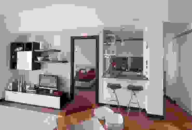 现代客厅設計點子、靈感 & 圖片 根據 gk architetti (Carlo Andrea Gorelli+Keiko Kondo) 現代風