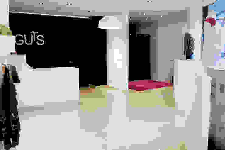 Tienda de Moda Guts Oficinas y tiendas de estilo moderno de interior03 Moderno