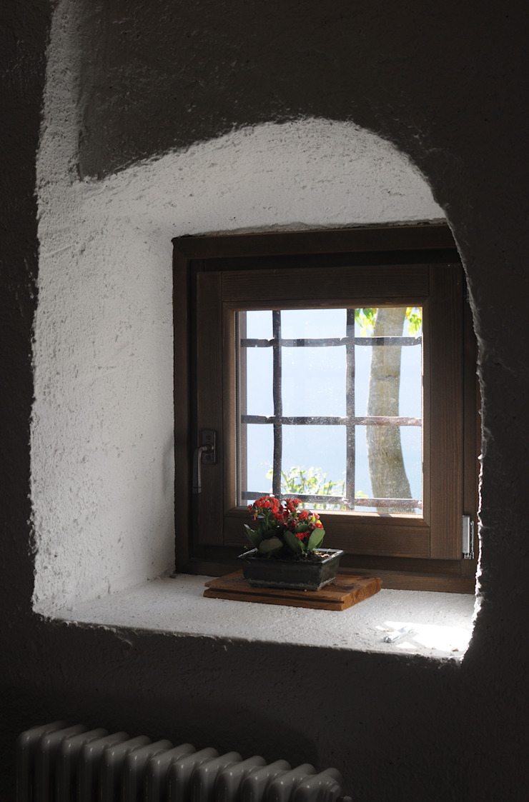finestra originale Finestre & Porte in stile moderno di supercake Moderno