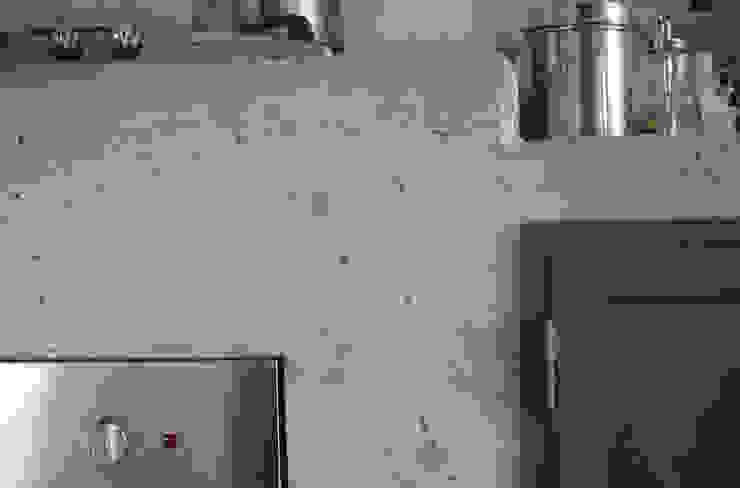 dettaglio della cucina in cemento a vista Cucina moderna di supercake Moderno