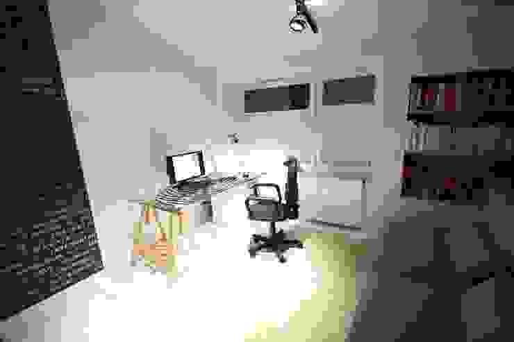 Oficinas de estilo minimalista de Orange Studio Minimalista