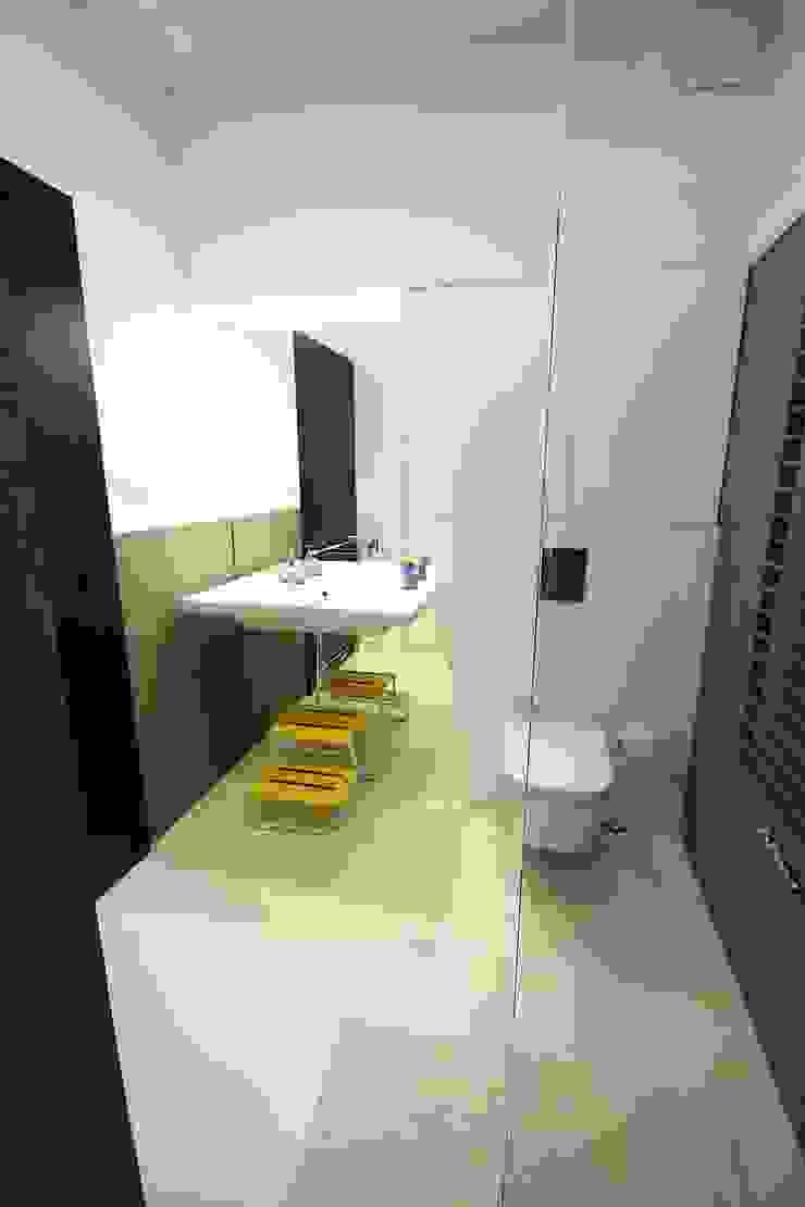 Łazienka ogólnodostępna- realizacja Minimalistyczna łazienka od Orange Studio Minimalistyczny