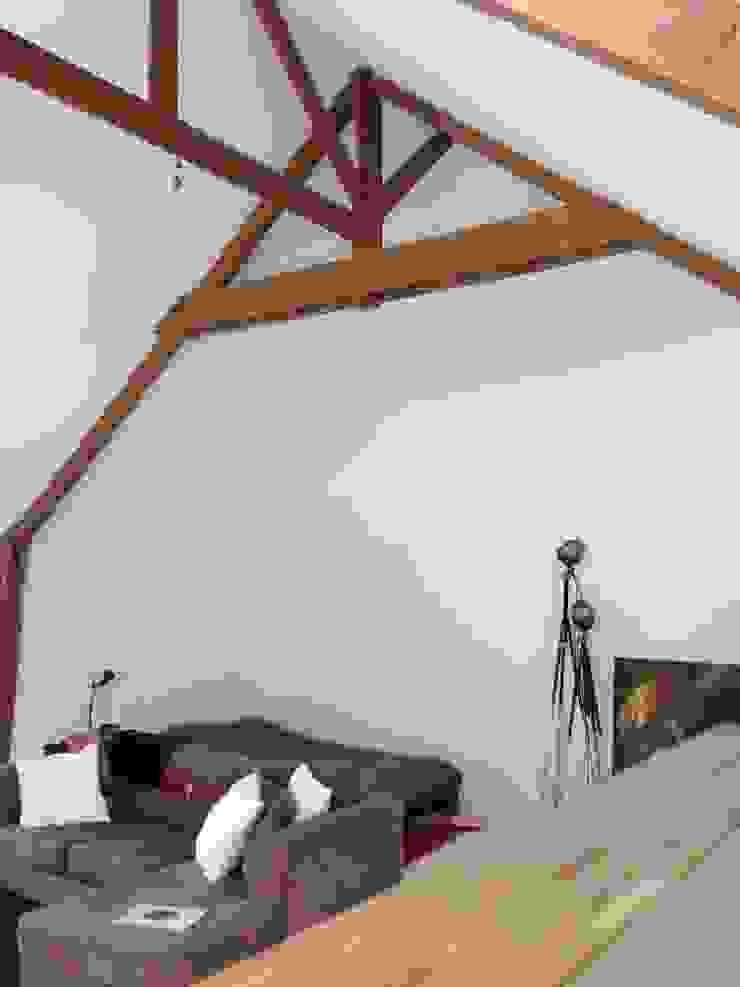 Plafond cathédrale Salon minimaliste par Atelier Tresan Minimaliste