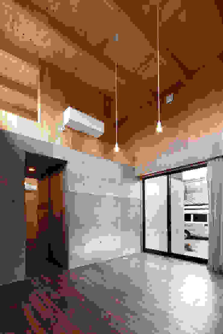 リビング ラスティックデザインの リビング の 道家洋建築設計事務所 ラスティック