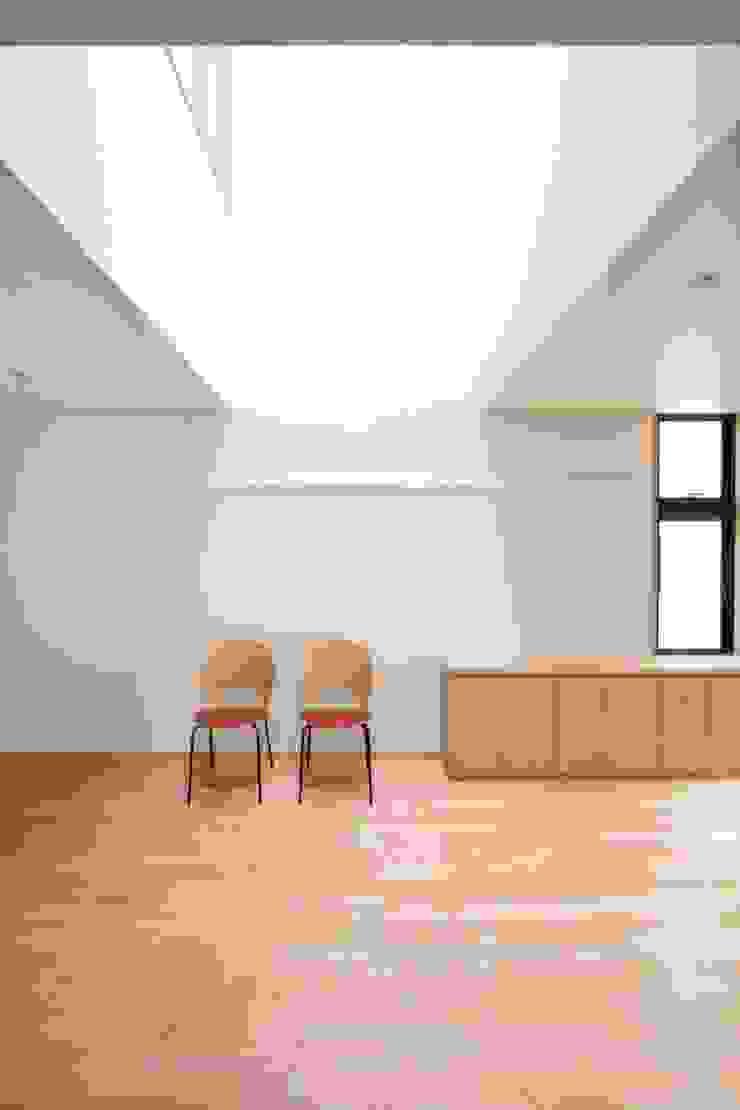 Scandinavian style dining room by 中川龍吾建築設計事務所 Scandinavian