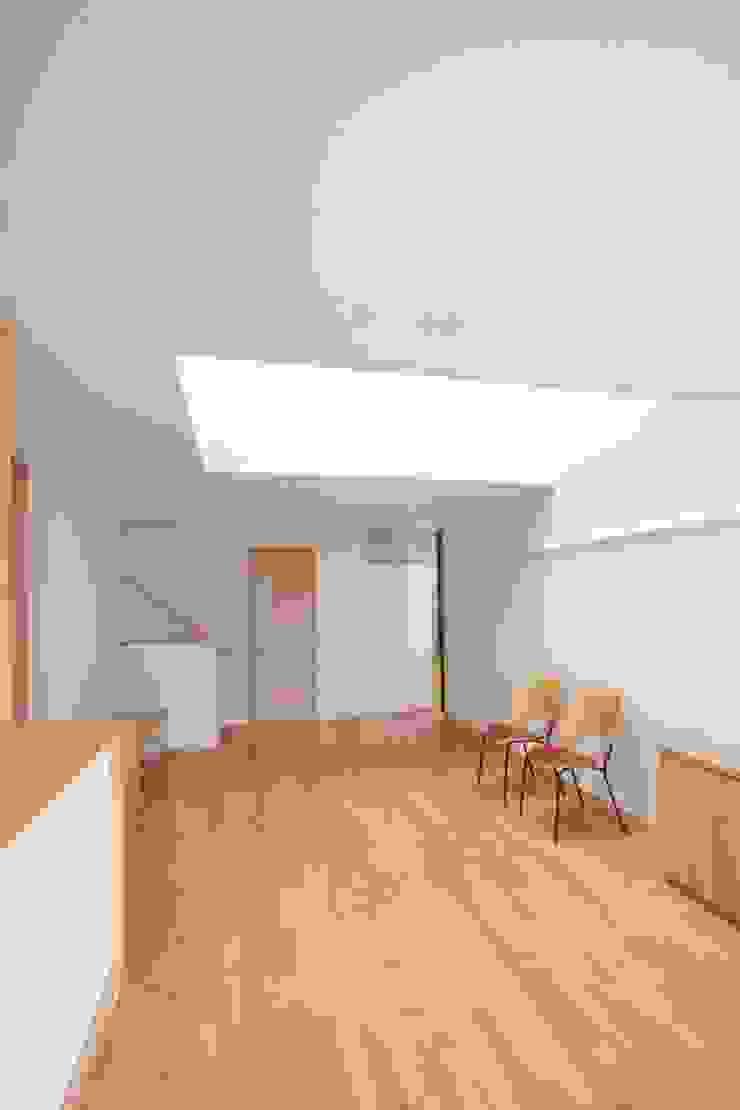 Scandinavische woonkamers van 中川龍吾建築設計事務所 Scandinavisch
