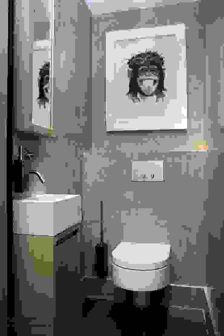 Toilet Loft Moderne badkamers van Piet-Jan van den Kommer Modern