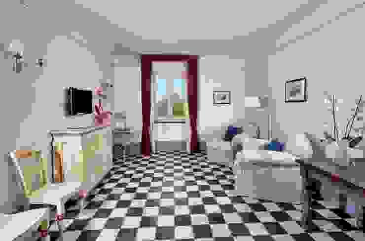 scacchi bianco/nero Soggiorno in stile rustico di surrena terracotta falisca srl Rustico