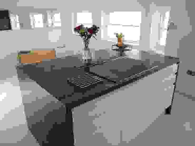 Kitchen Island unit Minimalist kitchen by Mohsin Cooper Architects Minimalist