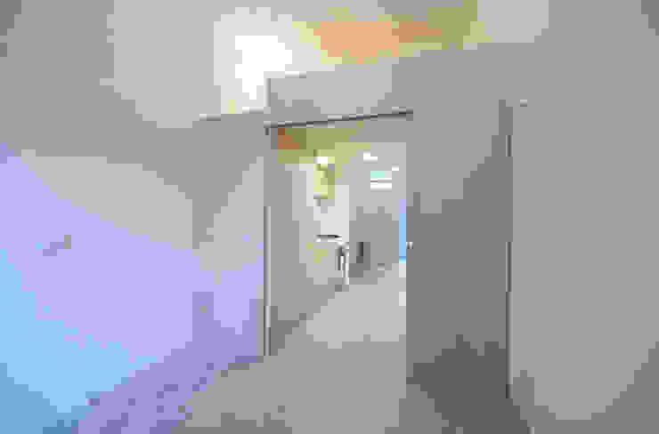 Dormitorios de estilo minimalista de supercake Minimalista