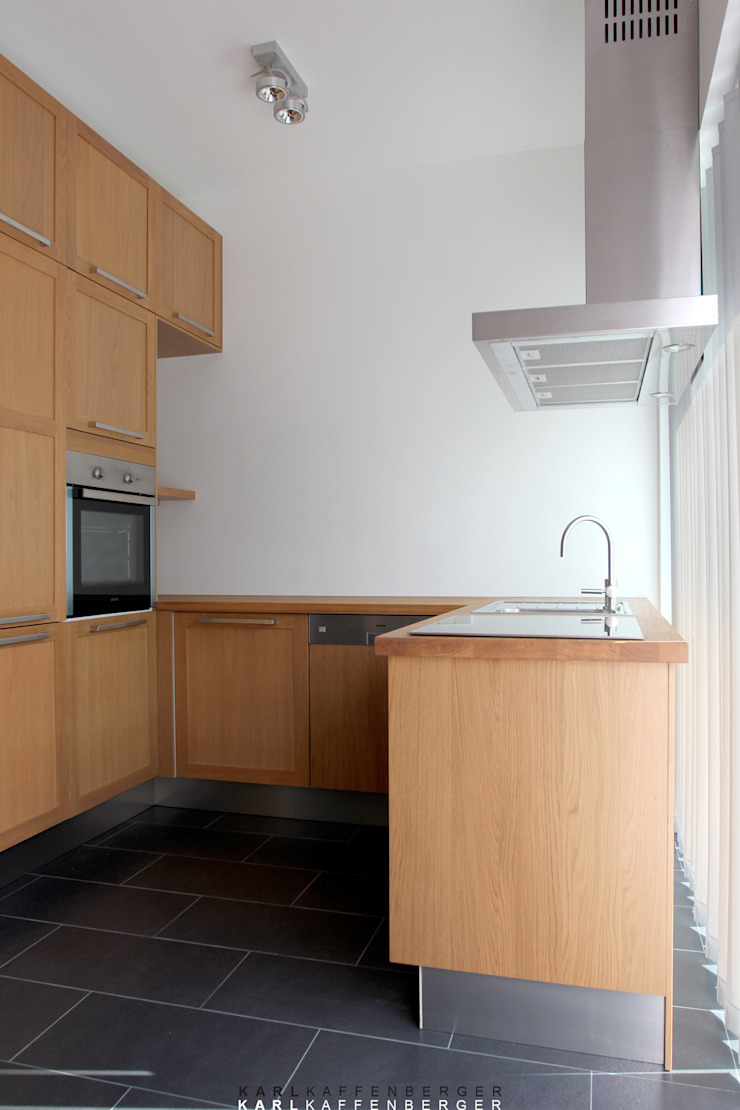 Cocinas de estilo moderno de Karl Kaffenberger Architektur | Einrichtung Moderno