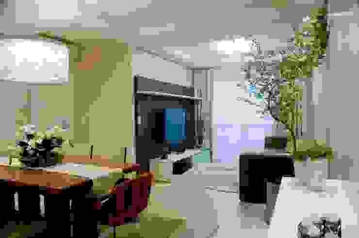 Projeto arquitetônico de interiores para residência unifamiliar. – (Fotos: Lio Simas) Salas de estar ecléticas por ArchDesign STUDIO Eclético