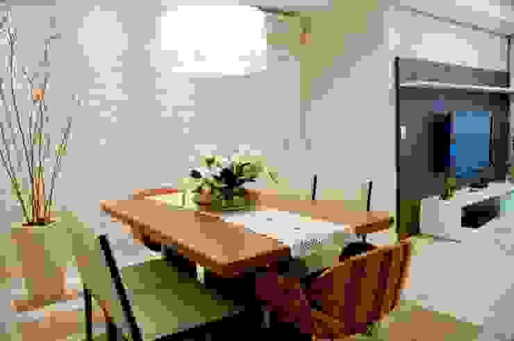 Projeto arquitetônico de interiores para residência unifamiliar. – (Fotos: Lio Simas) Salas de jantar ecléticas por ArchDesign STUDIO Eclético
