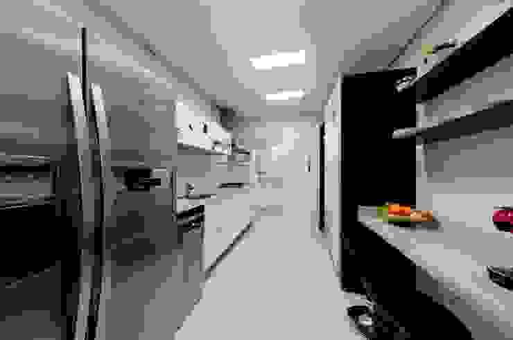 Projeto arquitetônico de interiores para residência unifamiliar. – (Fotos: Lio Simas) Cozinhas ecléticas por ArchDesign STUDIO Eclético