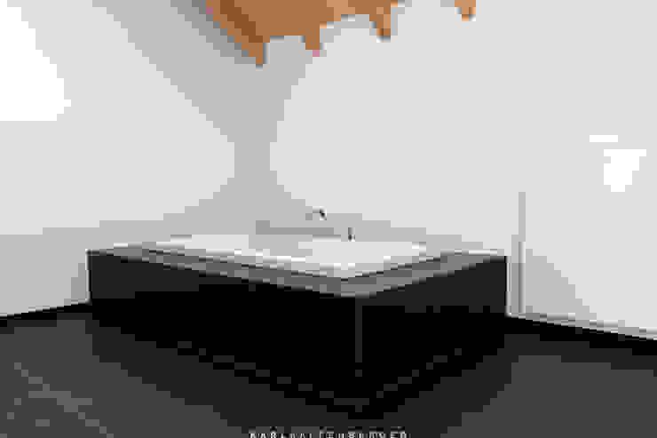Banheiros modernos por Karl Kaffenberger Architektur | Einrichtung Moderno