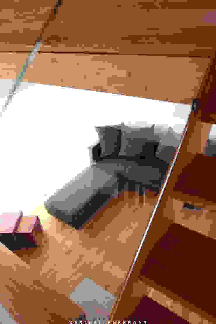 Salas de estar modernas por Karl Kaffenberger Architektur | Einrichtung Moderno