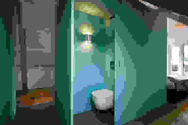 Luxe bad- en slaapkamer in monumentaal pand Moderne badkamers van a-LEX Modern