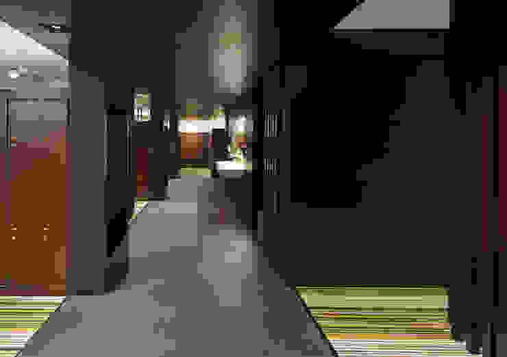Pasillo entre duchas y zona de vestidores Vestidores de estilo moderno de DECONS GKAO S.L. Moderno