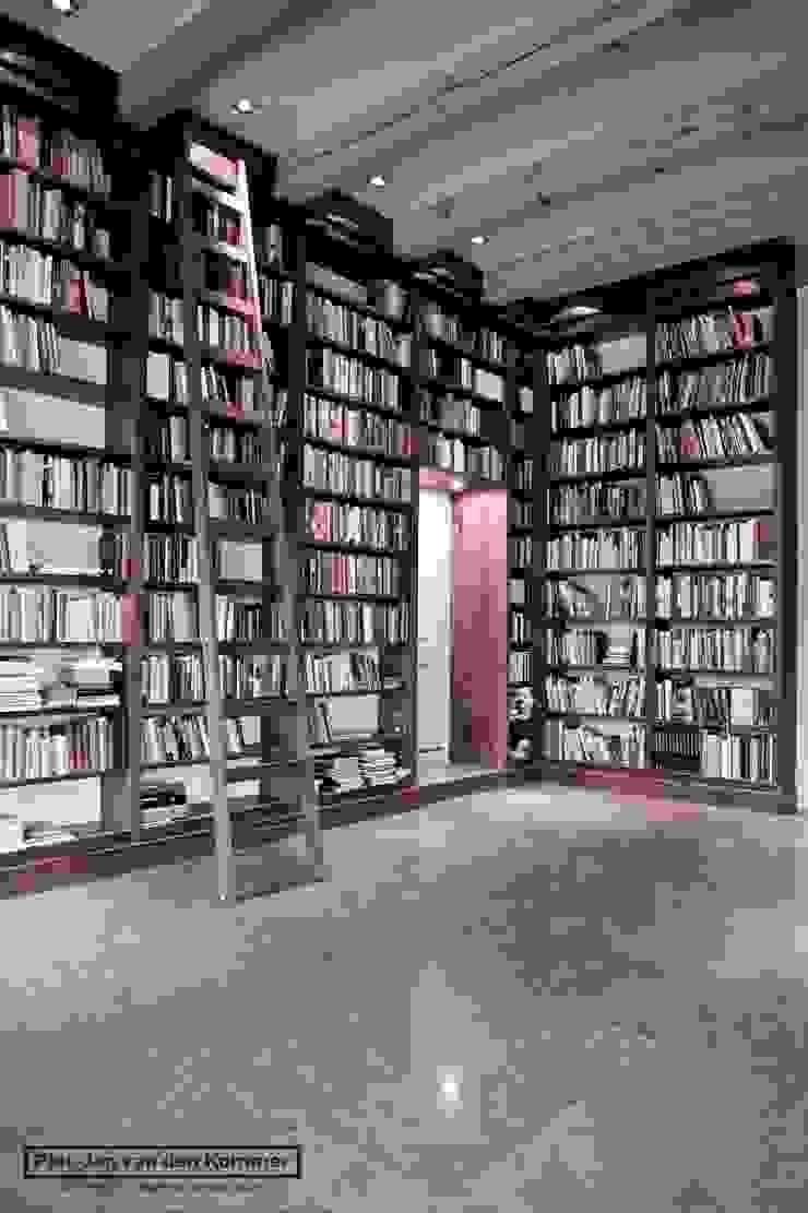 Bibliotheek Woonboerderij Landelijke mediakamers van Piet-Jan van den Kommer Landelijk
