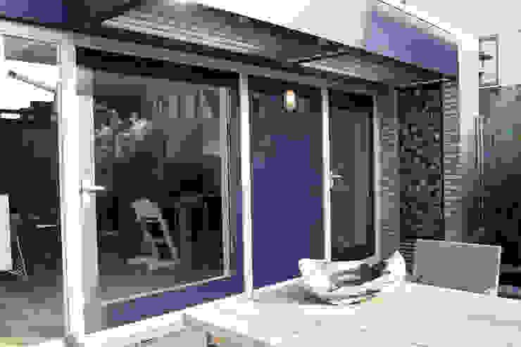Meer ruimte en verbinding met buiten Moderne ramen & deuren van a-LEX Modern