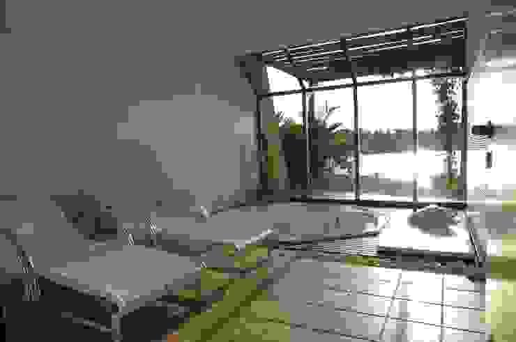 Spa tropicales de Mascarenhas Arquitetos Associados Tropical