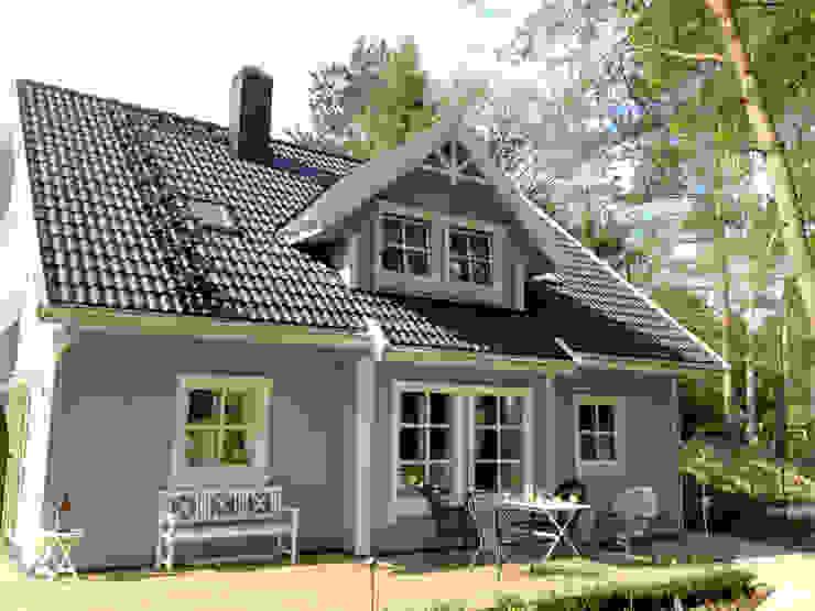 Norwegisches Holzhaus Typ Bjarne Skandinavische Häuser von Akost GmbH 'Ihr Traumhaus aus Norwegen' Skandinavisch