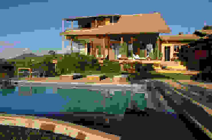 Tropical style houses by Mascarenhas Arquitetos Associados Tropical