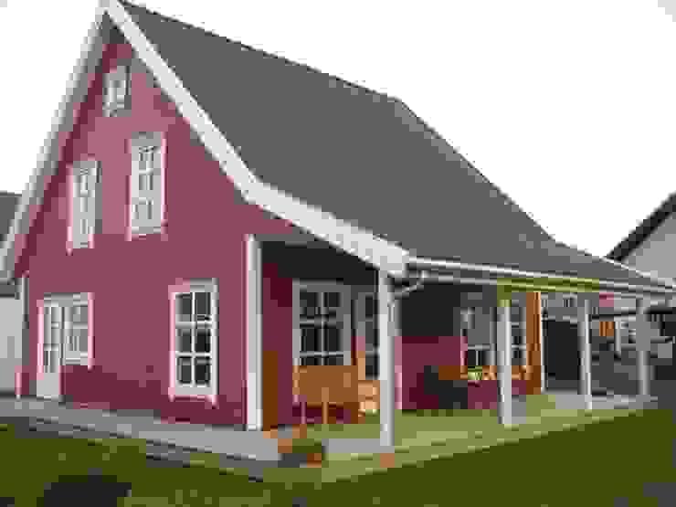 Maisons de style  par Akost GmbH  'Ihr Traumhaus aus Norwegen'
