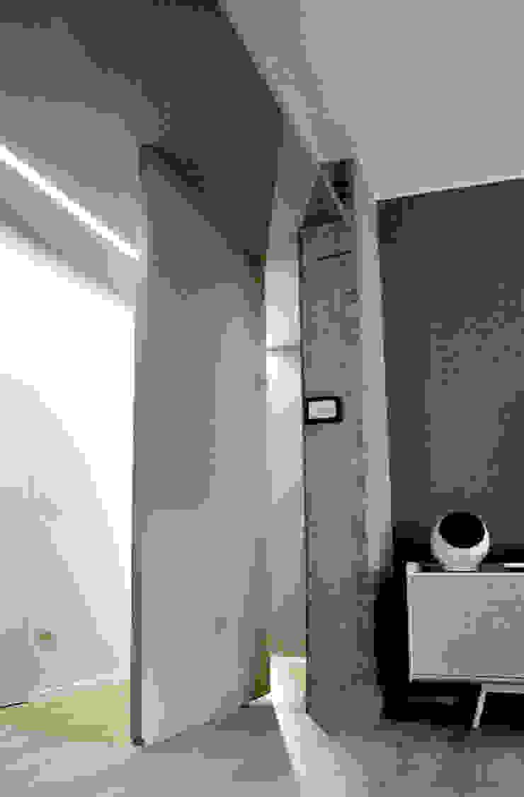 Private Flat Soggiorno moderno di Moodern Moderno