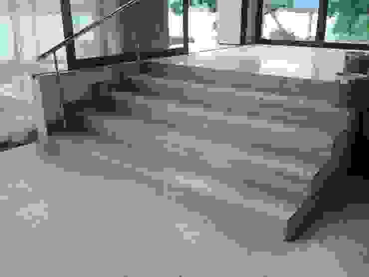 Couloir, entrée, escaliers méditerranéens par CAMASA Marmores & Design Méditerranéen