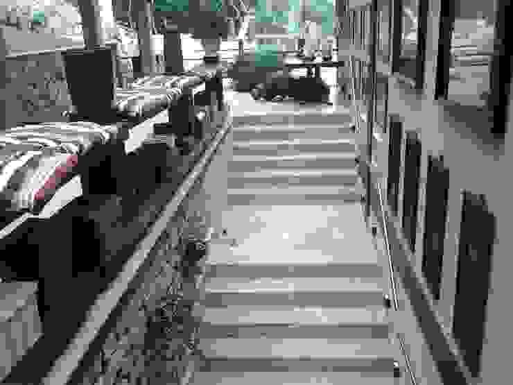 ทางเดินในเมดิเตอร์เรเนียนห้องโถงและบันได โดย CAMASA Marmores & Design เมดิเตอร์เรเนียน