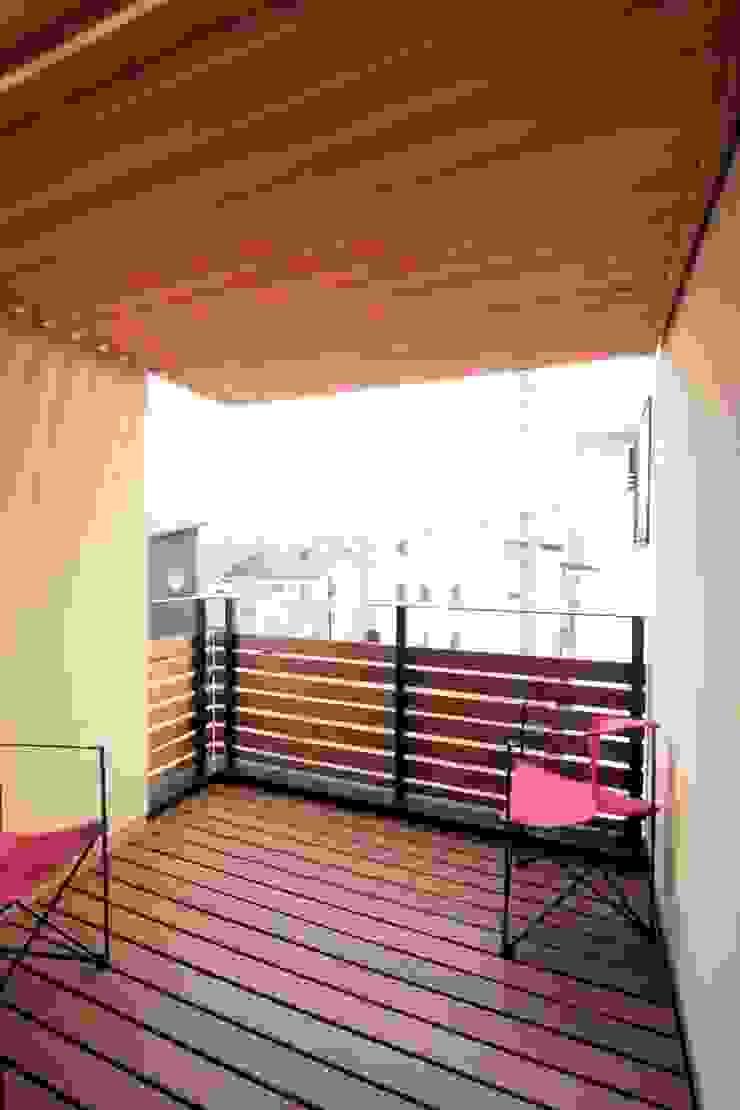 パーゴラのかかるテラス 和風デザインの テラス の 中川龍吾建築設計事務所 和風