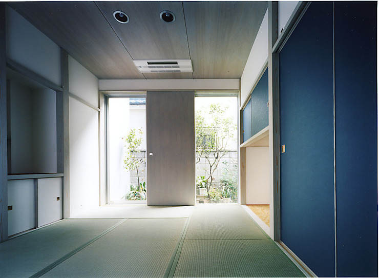 和室: 濱嵜良実+株式会社 浜﨑工務店一級建築士事務所が手掛けた寝室です。,クラシック