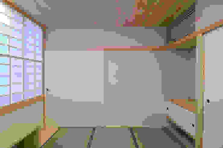 法衣室 中川龍吾建築設計事務所 クラシックデザインの 多目的室