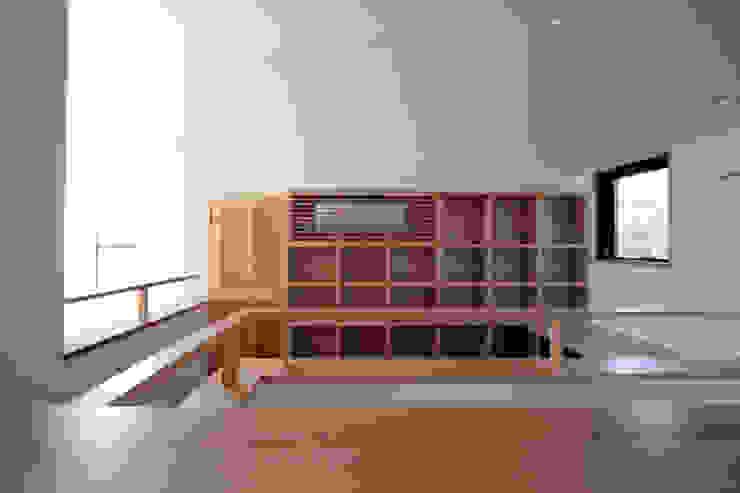 書斎(デスクコーナー) 中川龍吾建築設計事務所 カントリーデザインの 書斎