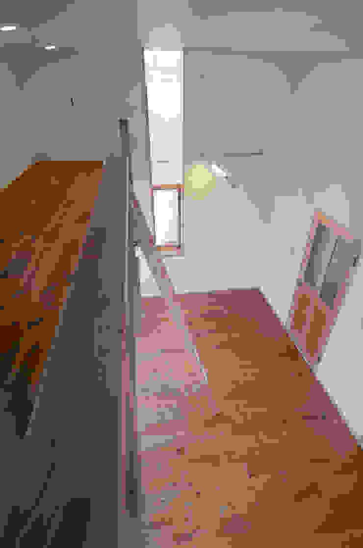 ロフトのある子供室 中川龍吾建築設計事務所 カントリーデザインの 子供部屋