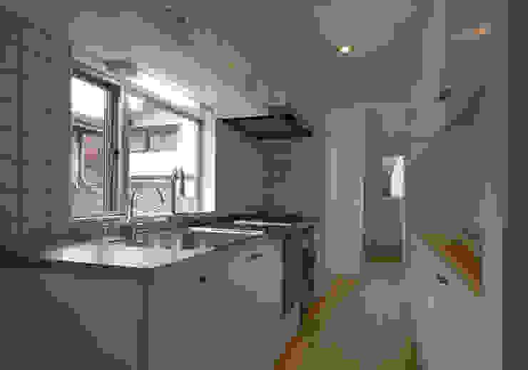 S教授の家_キッチン オリジナルデザインの キッチン の 佐賀高橋設計室/SAGA + TAKAHASHI architects studio オリジナル