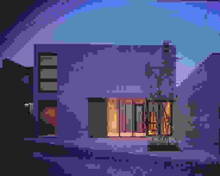 ファサード夕景 ミニマルな商業空間 の atelier o ミニマル