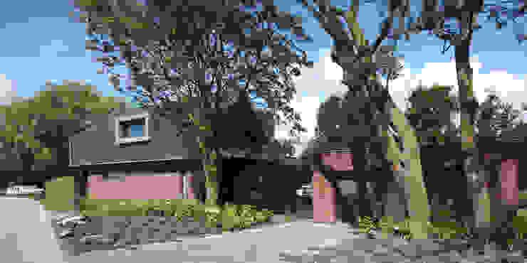 Monumentale bomen bij de entree Moderne huizen van VVKH Architecten Modern