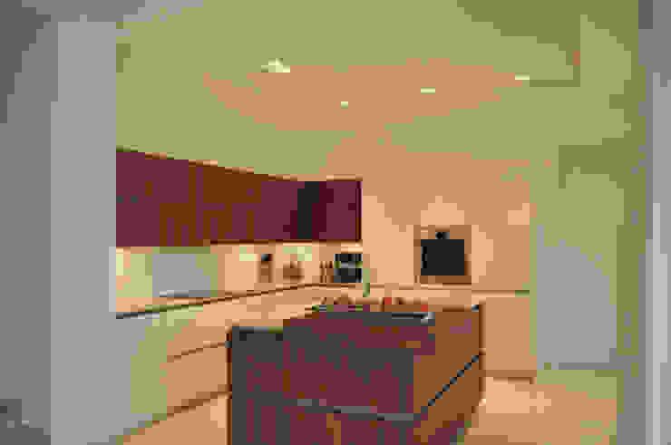 Küche in modernem Design Moderne Küchen von Lecke Architekten Modern