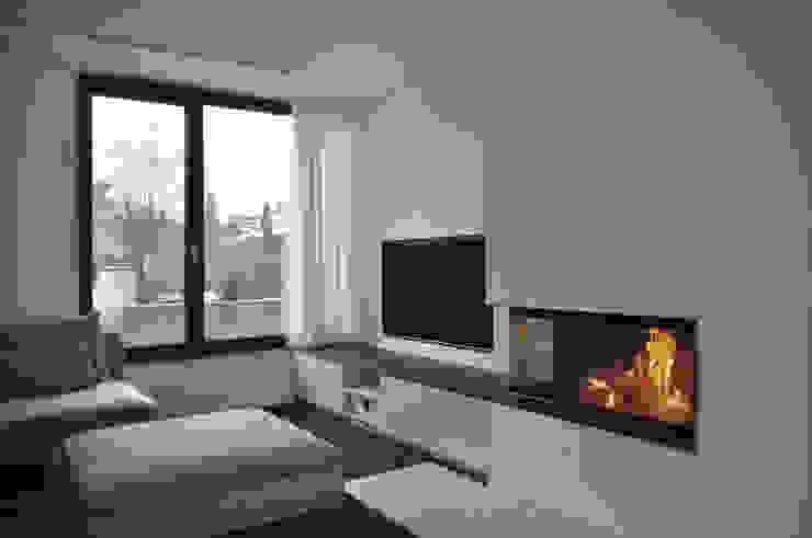 offener Wohnbereich mit Kamin Moderne Wohnzimmer von Lecke Architekten Modern